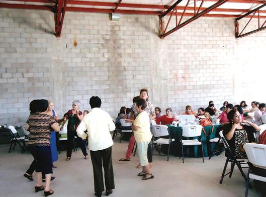 Jubilados en Mexicali disfrutando del festejo.